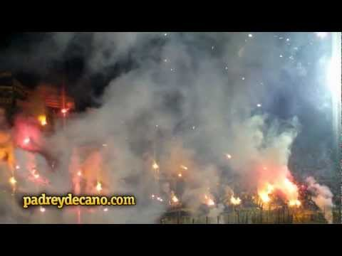 """""""Recibimiento Hinchada de Peñarol vs Godoy Cruz - Copa Libertadores 2012"""" Barra: Barra Amsterdam • Club: Peñarol"""