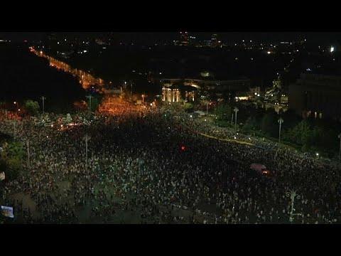 Ογκώδης ειρηνική διαδήλωση στο Βουκουρέστι