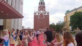 Прощай, школа: выпускные вечера проходят во всех городах России