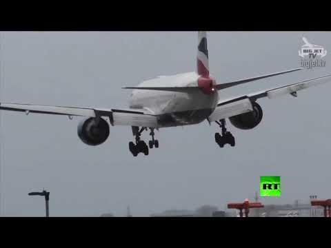 العرب اليوم - شاهد: طائرة تواجه رياحا عاتية في مطار هيثرو في لندن وتنجح في تخطيها