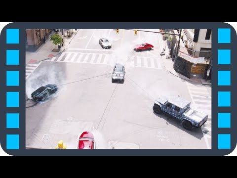 Форсированный монстр под капотом Plymouth Roadrunner GTX 440 — «Форсаж 8» (2017) сцена 5/7 HD