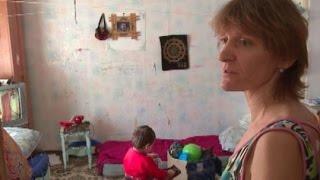 За чертой: многодетная семья в аварийном бараке