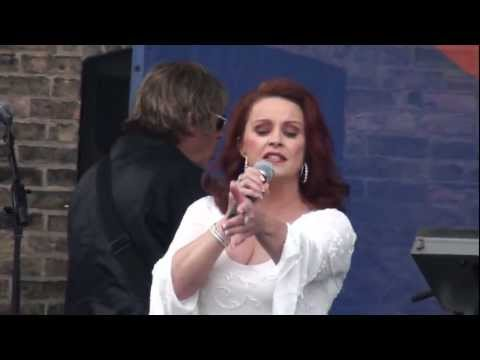 Sheena Easton - The Lover In Me - Market Days 2012