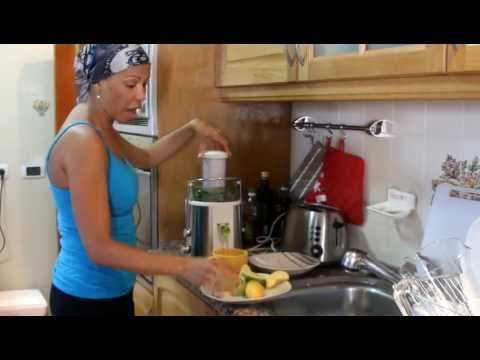 Video Anti Cancer Fighting Juice  - Raw Food Green Juicing with Dorivee Breast Cancer Survivor