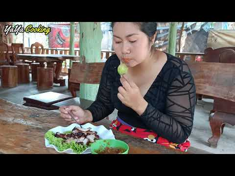 Cooking Fried Pork with chili Sauce Recipe in My Family, YaYa Amazing Cooking