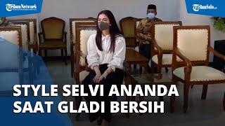 Penampilan Anggun Selvi Ananda Dampingi Gibran saat Gladi Bersih Pelantikan Wali Kota Solo di DPRD