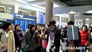 2012-01-23 張根碩 장근석 グンちゃん kuensuk@인천공항 (BMG:MBLAQ-HELLO MY EX)