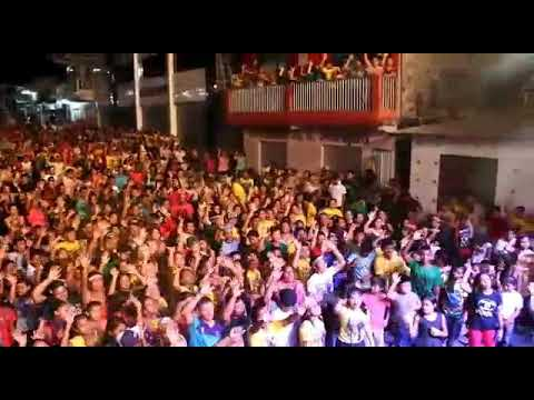 Marcha para Jesus em Alvarães - Uma multidão adorando à Deus.