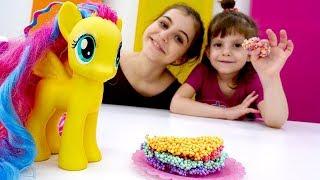 Игры с пони - Овощной торт для Флаттершай! – Лепим из пластилина.
