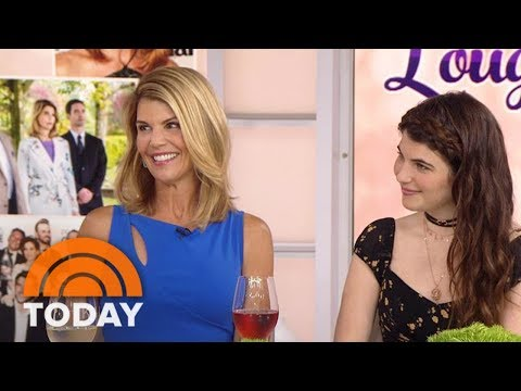 Lori Loughlin crying about her daughter leaving to USC, I'd be crying too if I paid 500K to get her in