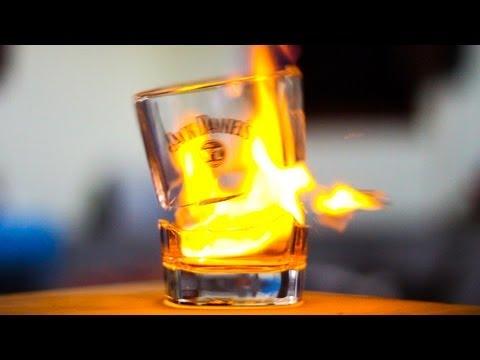Stroh 80 im Glas angebrannt (österreichischer Rum mit 80 % Alkoholgehalt)