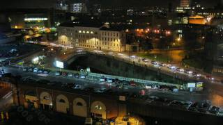 preview picture of video 'Manchester Roads - Time-Lapse at night. Watch as the city traffic rushes around Salford.'