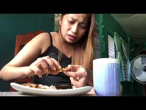 Salad na may manok at kintsay pagbaba ng timbang