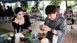 Việt Nam tươi đẹp l Ngô Kiến Huy đưa Khổng Tú Quỳnh tham quan Chợ Lớn | VNTD | 16/4/2017 l HTV Web