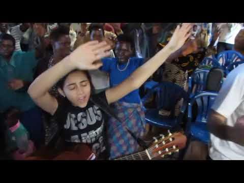 Típica Ação de Graças ugandense com o Missão com Profissionais