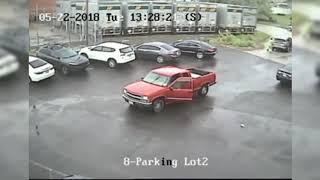 ROAD RAGE, MAN USES SLEDGE HAMMER BREAKS WINDOW
