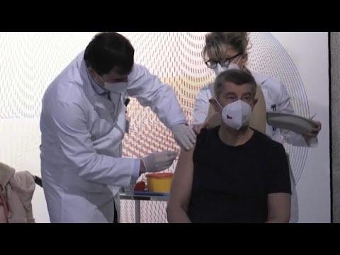 Σε εξέλιξη εμβολιασμοί κατά Covid-19 σε όλη την Ευρώπη
