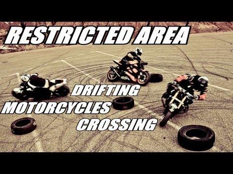 תצוגת רכיבת אופנועים אמנותית