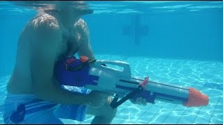 preview picture of video 'Super soaker pool fight - The best family vacation | Pool Kampf | מלחמת מים בבריכה'