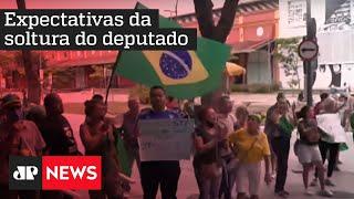 Parlamentares e políticos aguardam decisão final sobre prisão de Daniel Silveira