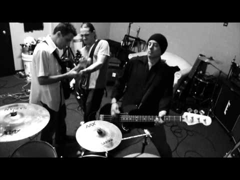 Long Gone Day - Eastwood Cash and The Clash [OFFICAL MUSIC VIDEO] - 09/2013