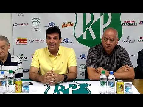 Técnico Régis Angeli, gerente Marcelo Castan e vice-presidente Sebastião Dias Filho na coletiva