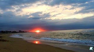 Смотреть онлайн Встречаем рассвет на пляже HD