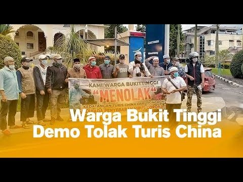 Warga Bukit Tinggi Demo Tolak Turis China