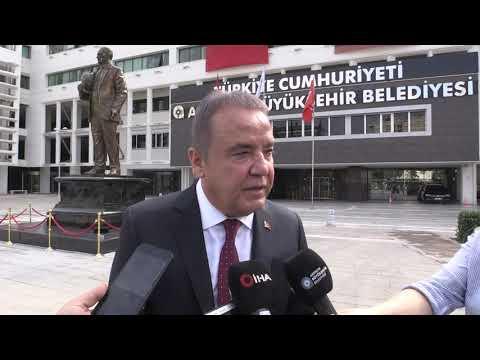 Antalya Büyükşehir Belediyesi bahçesine Atatürk heykeli