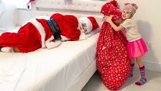 Nastya phân phát quà Giáng sinh cho những ngôi nhà kỳ lạ