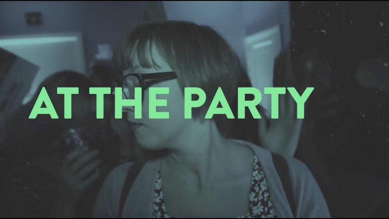 """Passalacqua玩得开心""""At the Party""""在他们的新音乐视频中"""