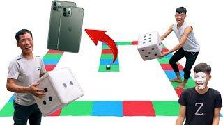 PHD | Trận Chiến Xúc Xắc Khổng Lồ Nhận Iphone 11 Pro Max | Dangerous Giant Board Game