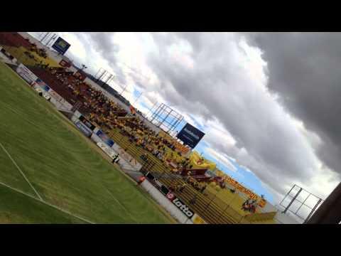 """""""Gooll del Aucas mirado desde la general Sur. Barra Brava Armagedón Pte"""" Barra: Armagedón • Club: Aucas"""