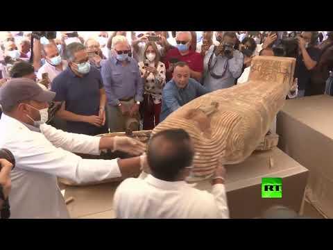 العرب اليوم - شاهد: الكشف عن 59 تابوتًا خشبيًا مغلقًا داخل آبار للدفن في مصر