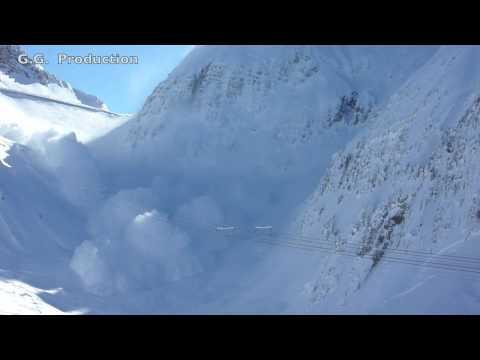 انهيار جليدي بصوير عالي الدقة HD