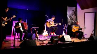 Douce Ambiance De Django Reinhardt Au Cours Du Concert De Concurrence Déloyale