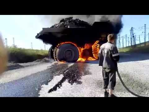 Белаз горит
