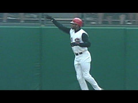 Griffey Jr. hits a walk-off two-run homer