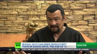 Steven Seagal teilt seine Aikido Expertise im russischen TV