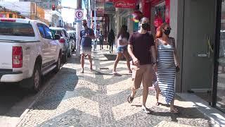 Em meio a movimentação na véspera do recesso, muita gente sem máscara em Patos de Minas