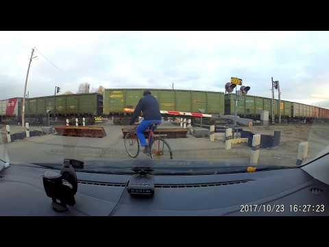 В Тамбове велосипедист остановил поезд