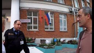 Выборы 2018. Дерзкий охранник, полиция, росгвардия, и флаги в школе Абрамовича.