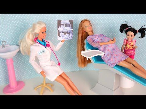 Барби Лена Забыла Пол Ребенка, Идет на УЗИ Мультики для детей Новая серия IkuklaTV видео