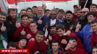 В Чечню прибыл знаменитый американский боксер Флойд Мейвезер-младший