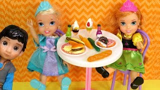 CAFETERIA ! Elsa and Anna toddlers - lunch - Barbie