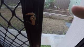 how to open a door without keys - lock picking basics