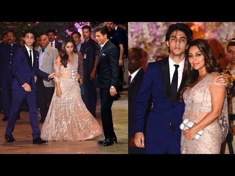 LIVE: Shahrukh Khan IGNORED By Son Aryan & Wife Gauri Khan At Akash & Shloka Engagement Celebration