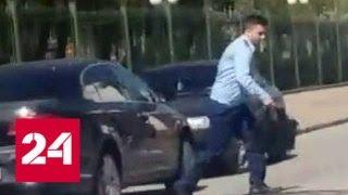 Сотрудник смоленской прокуратуры катается по встречке и паркуется в неположенных местах - Россия 24