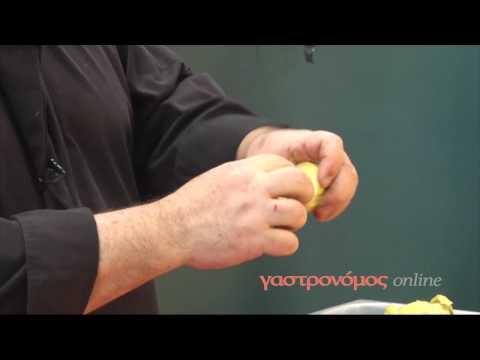 Δύο τρόποι για να καθαρίσουμε τις αγκινάρες