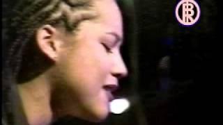 Alicia Keys-Little Drummer Girl
